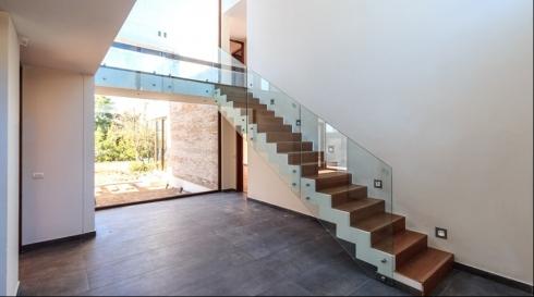 מעקה מדרגות שקוף