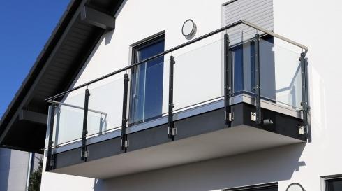 מעקה למרפסת הבית